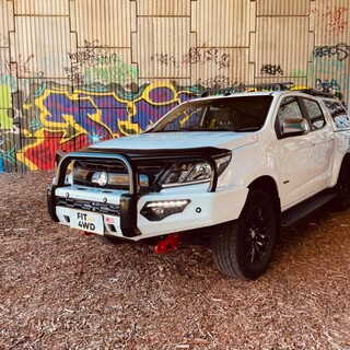 🔥🔥CAUTION TO HOT TO HANDLE🔥🔥  Not only are our fitters amazing at fitting our your  rides, they are now awesome Photographers. Check out this awesome street art to offset this beast of a Colorado with the wicked 2 tone effect on the Bullbar. Colour coded base with Black hoops on the MCC Phoenix Bar.   MCC 4x4 Accessories #getfitted #fitmy4wd
