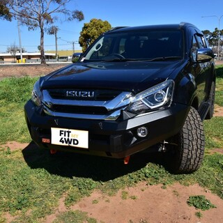 Piak No Loop Bar fitted to this Isuzu MUX, Optional orange of black colour Choice on the Recovery Points and Underbody Plates. This customer optioned for Black Underbody and Orange Recovery Points. Really slick choice 👌  PIAK Off-road Official - Australia and New Zealand #fitmy4wd #getfitted