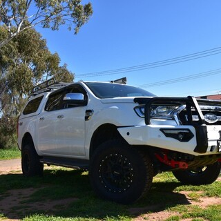 This new two tone colour scheme is hot right now, most commonly done to a hooped bar and now done to a A Frame MCC Phoenix Bar and I can say looks 👌👌. This Ranger was fitted with a few tidy accessories listed below   🔥MCC Phoenix A Frame Bullbar colour coded lower with Black Hoops 🔥MCC Rated Recovery Points 🔥Outback Armour Suspension  MCC 4x4 Accessories OutbackArmour #fitmy4wd #getfitted