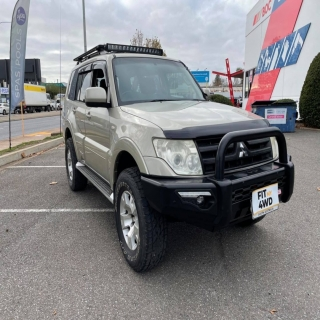 The single loop Phoenix bar looks right at home on this Mitsubishi Pajero with the Rhino 4x4 Winch fitted.   MCC 4x4 Accessories Rhino 4X4 Australia #fitmy4wd #getfited