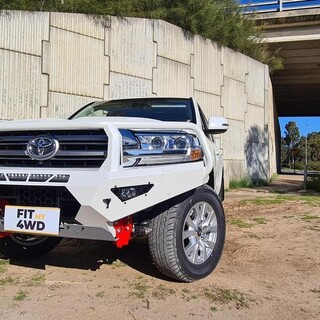 What looks better than a hooped Offroad Animal Toro Bar on a 200 Series, a Colour coded Offroad Animal Toro bar on a 200 series. Here is a fine example of this for this lucky customer.   Offroad Animal #fitmy4wd #getfitted